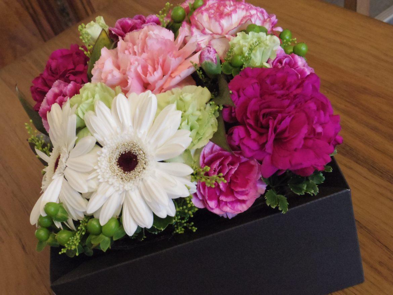「母の日のフラワーアレンジメント講座」お花のご紹介です
